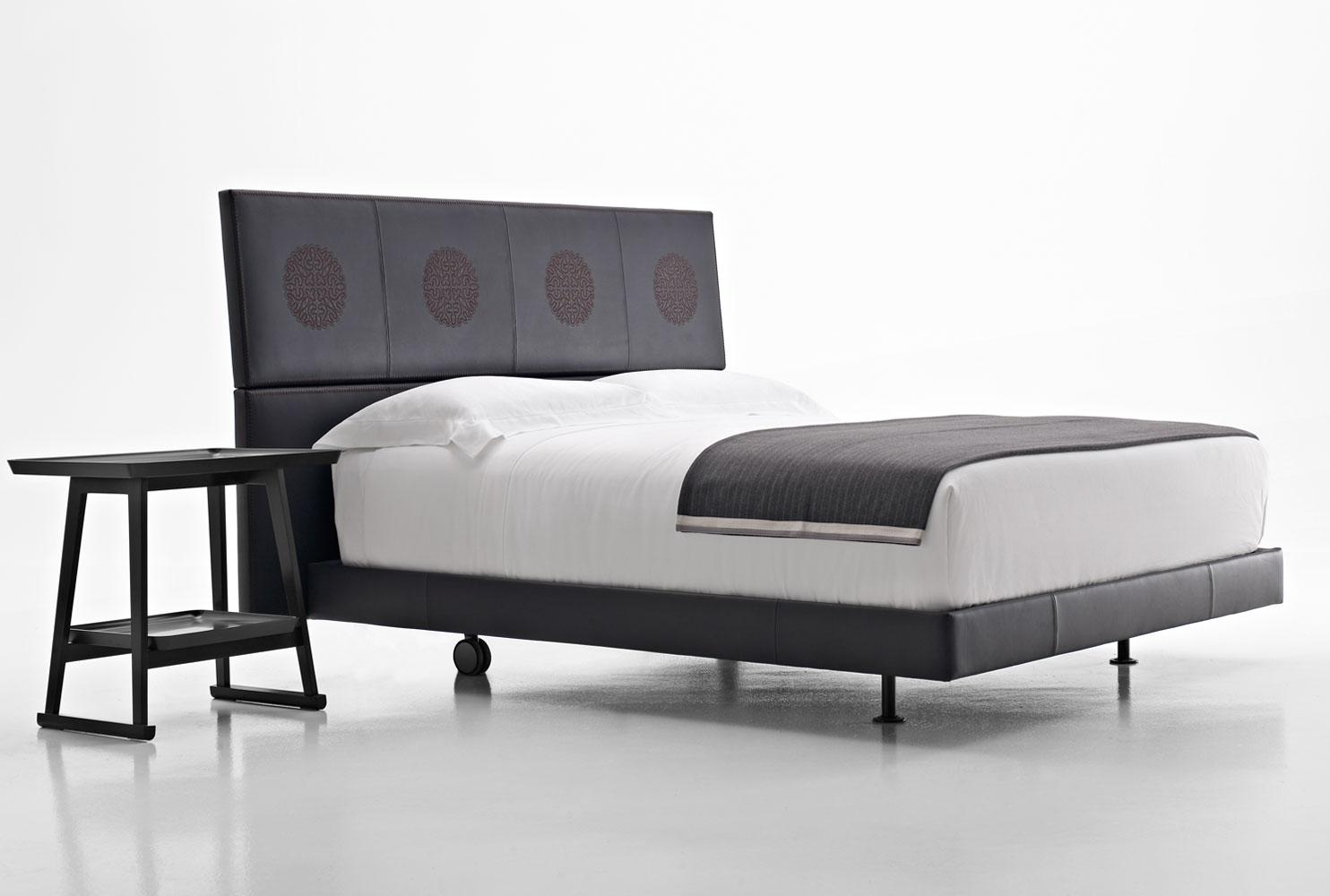 Un nostro pizzo di cant per il letto erik di b b italia for Antonio citterio architetto